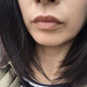 パブリックオーガニックリップを塗っていない唇